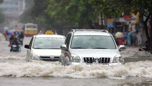lái xe an toàn trên đường nước ngập