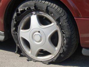 Cách xử lý khi ô tô nổ lốp