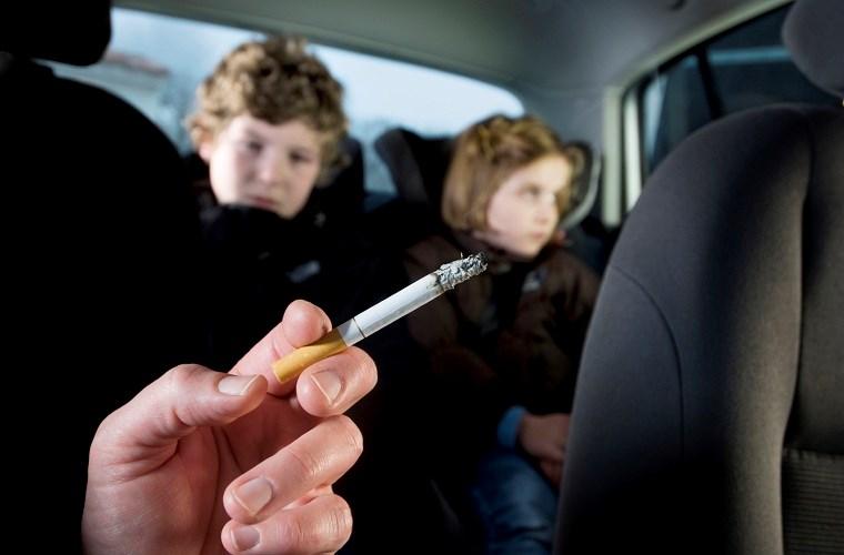 thuốc lá gây mùi hôi cho xe ô tô