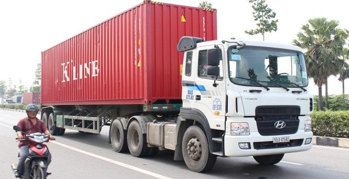 Nghề Lái Xe Container Và Những Nguy Hiểm Tiềm Ẩn