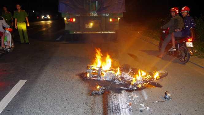 xe máy bốc cháy tại đà lạt
