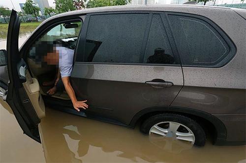 xử lý xe ô tô bị ngập nước