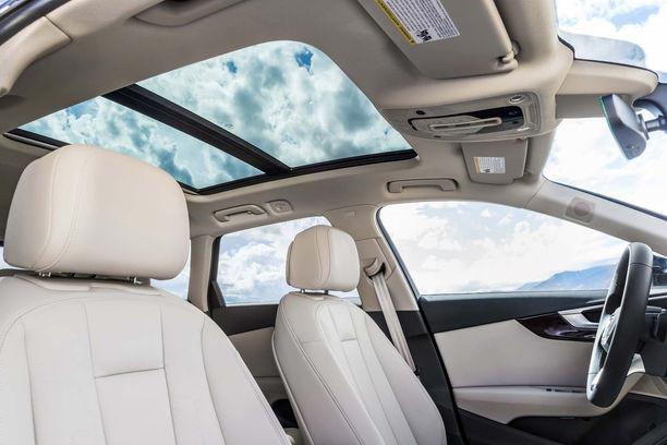 lắp cửa sổ trời cho xe