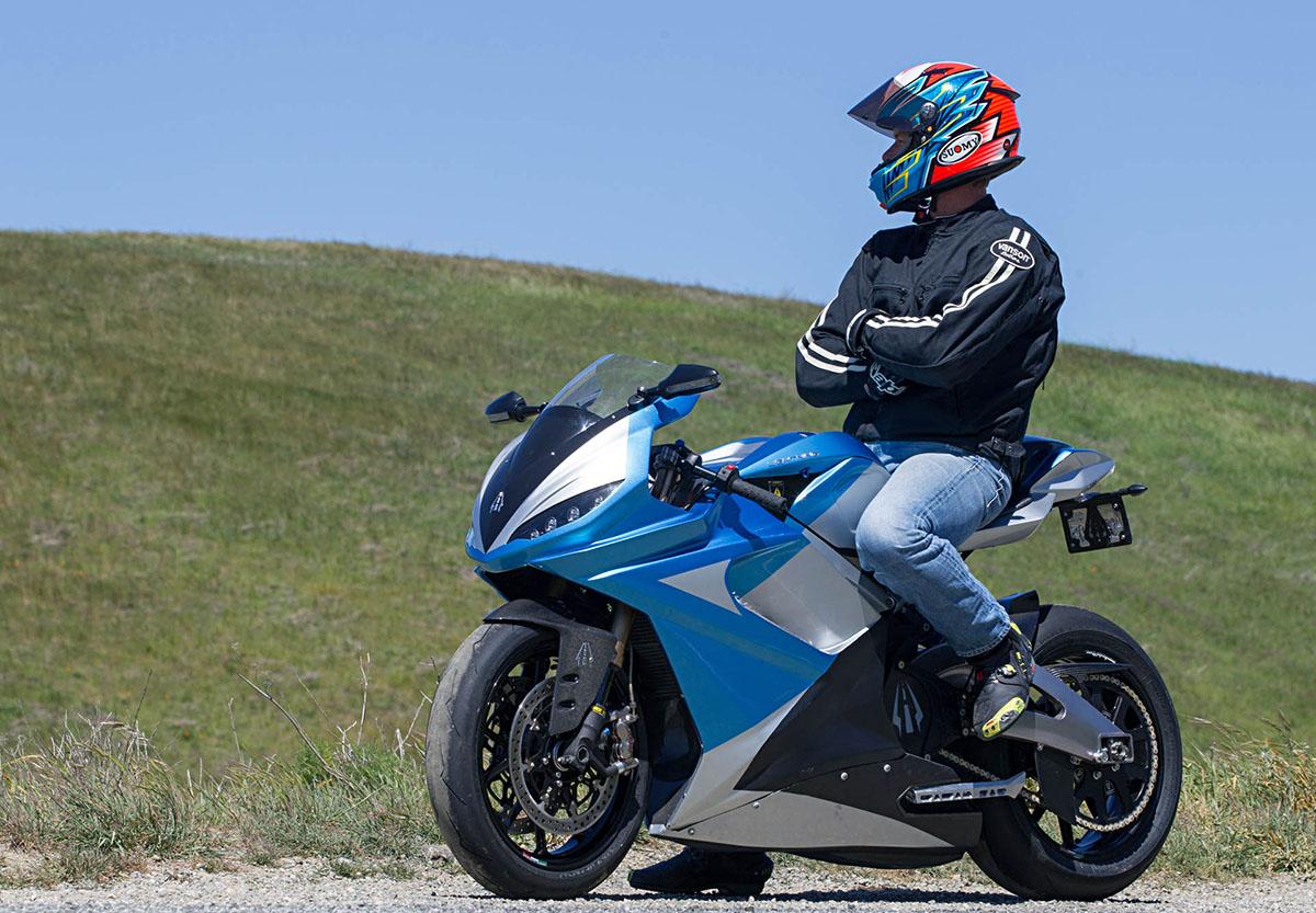 moto trên 300cc sẽ được chạy trên làn ô tô