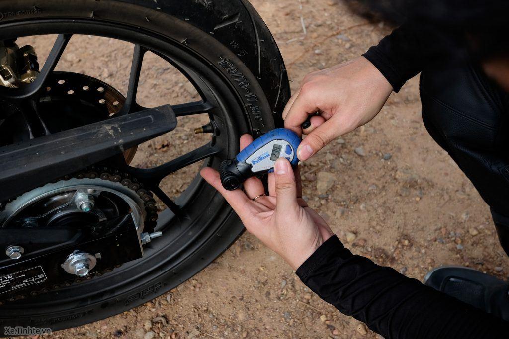 kiểm tra xe máy trước khi đi xa
