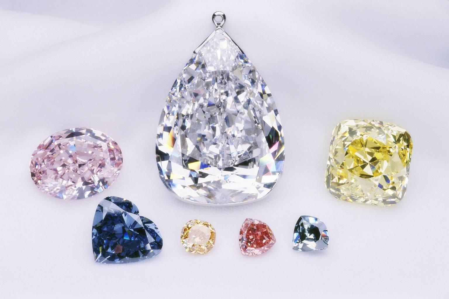 tại sao kim cương lại sáng lấp lánh