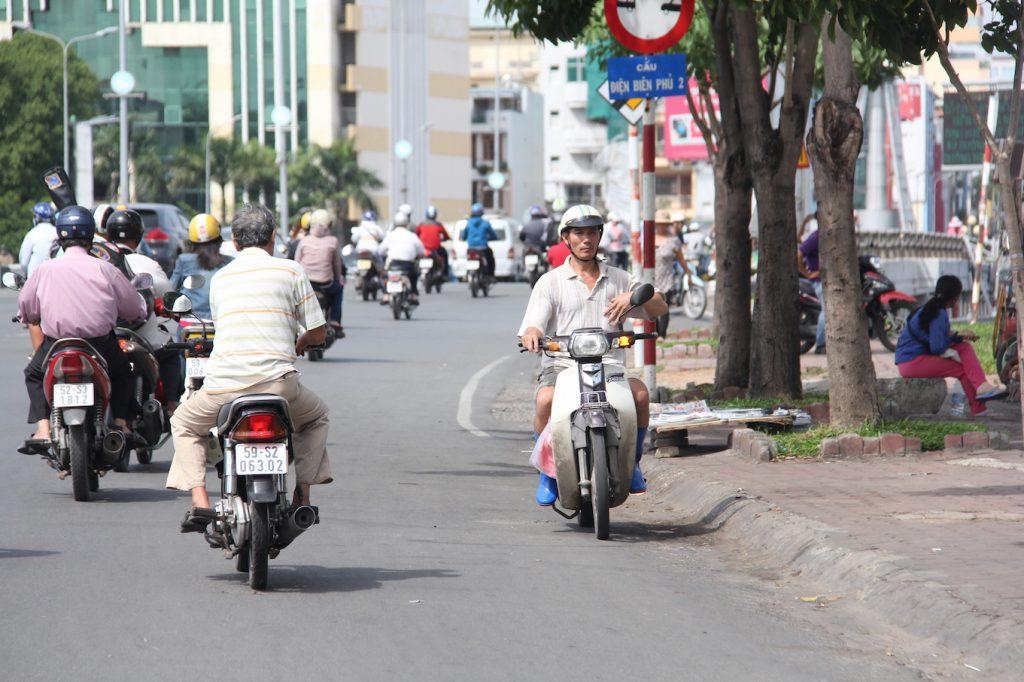 mức phạt xe máy chạy vào đường cấm