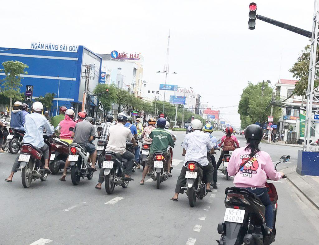 mức phạt xe máy vượt đèn đỏ