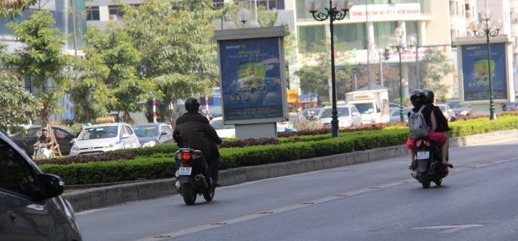 mức phạt xe máy lấn làn