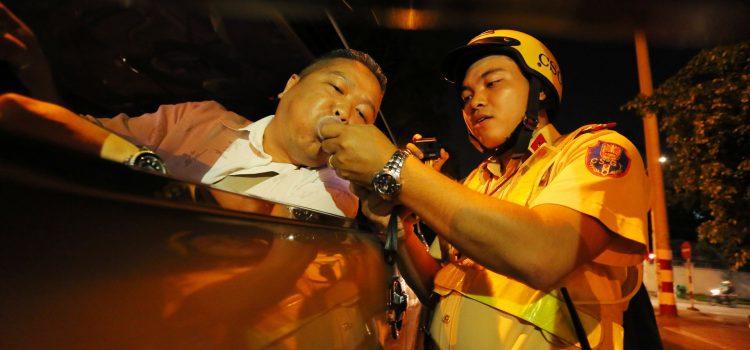 mức phạt nồng độ cồn khi lái xe ô tô