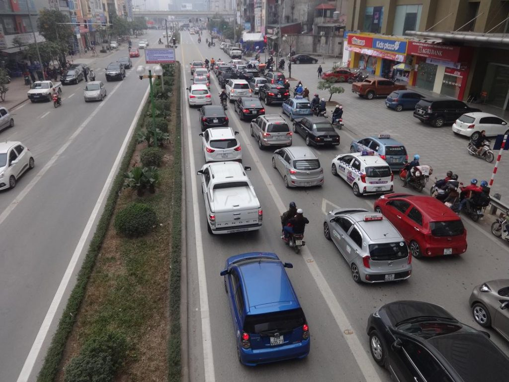 mức phạt ô tô đi sai làn đường