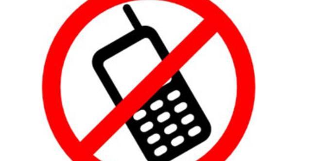 Cấm mang điện thoại vào phòng thi