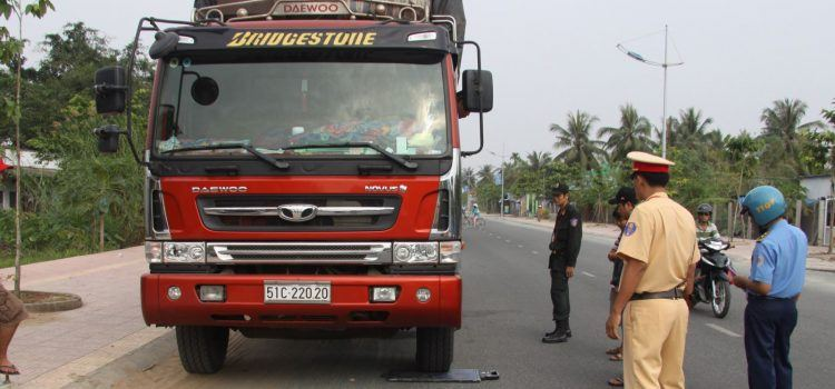 mức phạt xe tải chở người