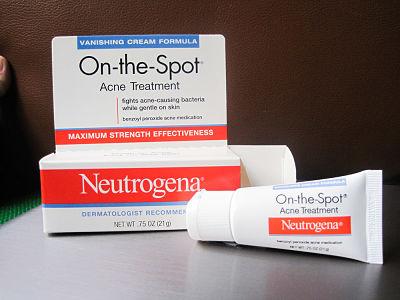 Kem chấm mụn Benzoyl Peroxide Neutrogena On-the-Spot Acne Treatment